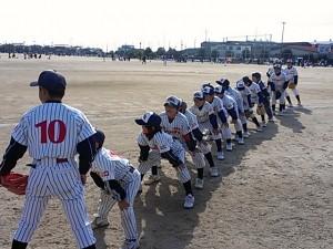 東岐波少年野球クラブ35周年大会|整列の準備をする原タイガースの選手達