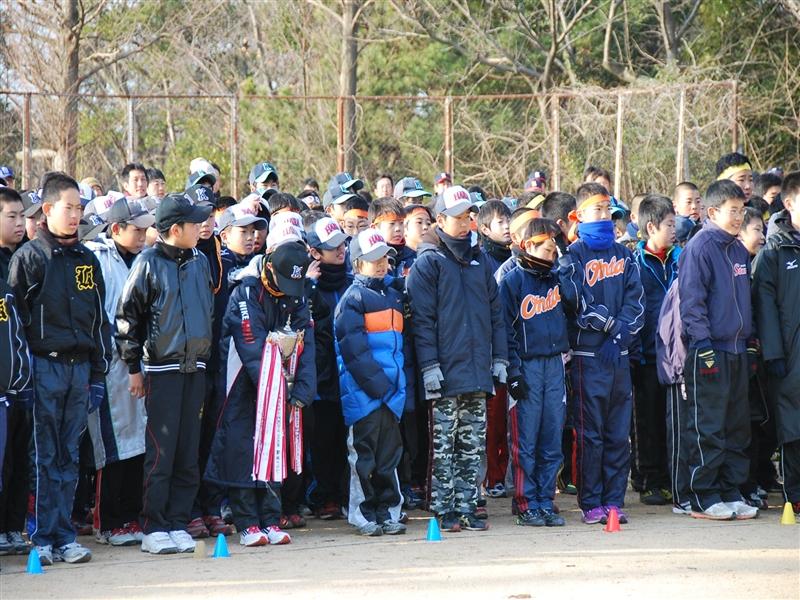 2013年少年野球ロードレース大会開会式に臨む選手達